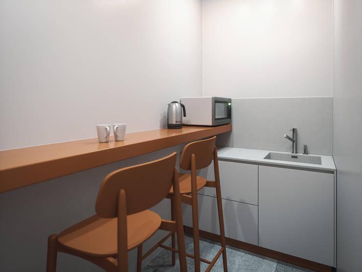 Lilo & Co: Офисные помещения в . Автор – ANARCHY DESIGN, Лофт Дерево Эффект древесины