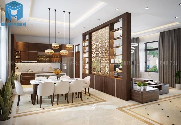 Không gian phòng bếp và phòng khách được phân chia bởi vách ngăn bằng gỗ khá đẹp:  Phòng ăn by Công ty TNHH Nội Thất Mạnh Hệ