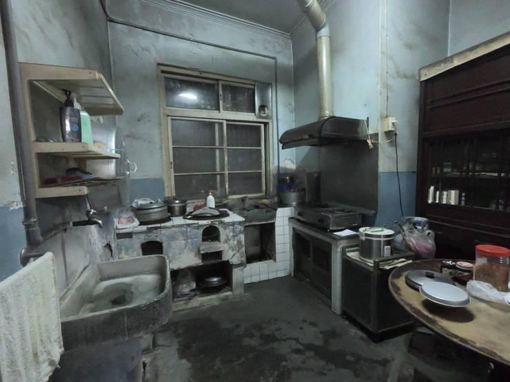 廚房原況,還能看到以前的灶:   by 懷謙建設有限公司