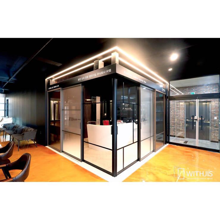 위드지스 청주전시장: WITHJIS(위드지스)의  서재 & 사무실,모던 알루미늄 / 아연