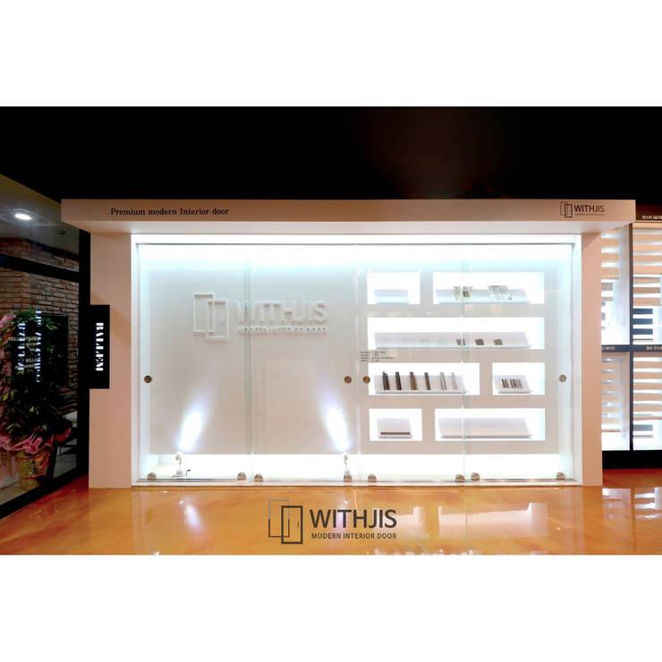 위드지스 청주전시장 내부: WITHJIS(위드지스)의  서재 & 사무실,모던 알루미늄 / 아연