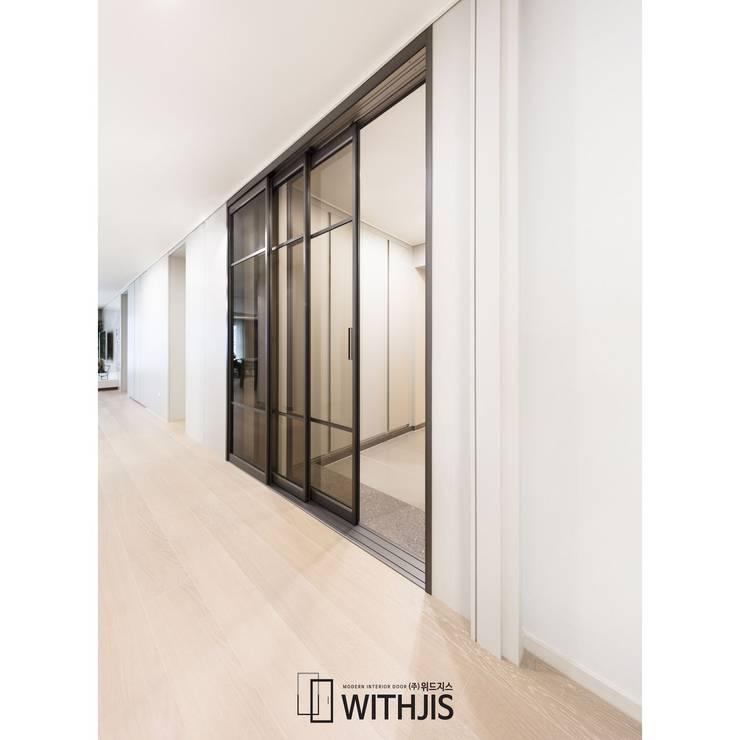 ALU-SD, 2SD-1FIX, Narrow Width Telescopic sliding door (슬라이딩 도어2+ 고정창1, 연동형): WITHJIS(위드지스)의  복도 & 현관,