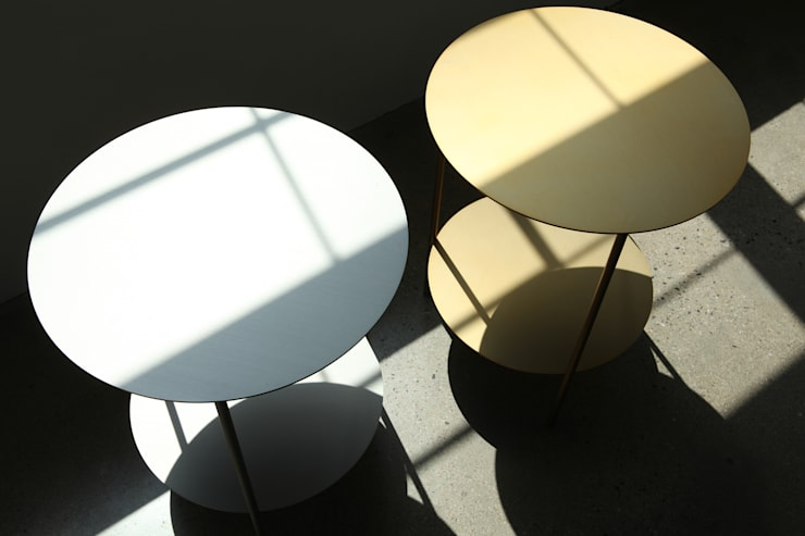 Basic Round Side Table [Gold.Silver]: PLUSTAN. 플러스탠의  거실
