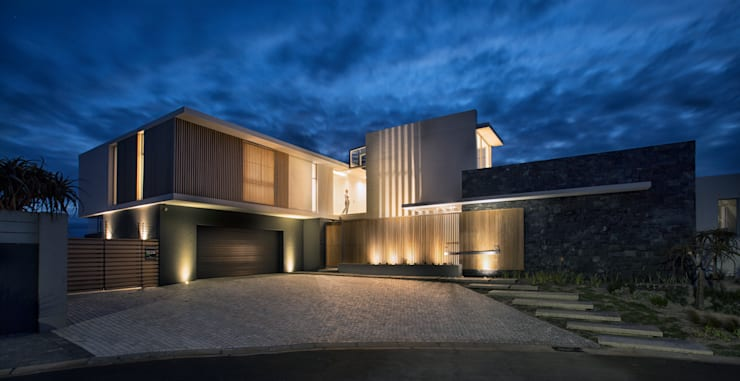 Beach House, Melkbos:  Houses by GSQUARED architects,