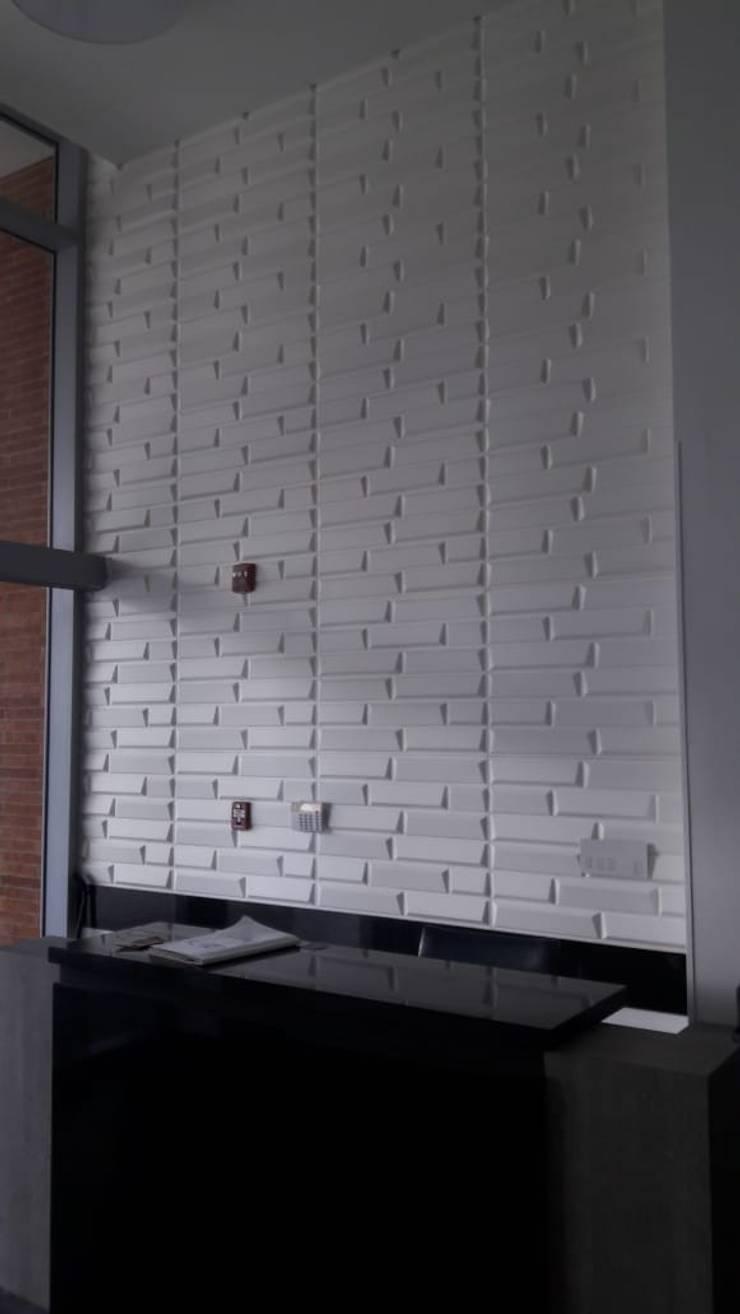 INSTALACIONES INSTITUCIONALES REVESTIMIENTOS DECORATIVOS PANEL 3D – DECKO BOARD  : Paredes de estilo  por TITAN DECKO , Moderno
