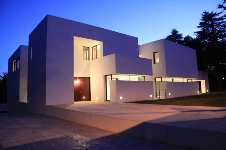 Construir vivienda unifamiliar en Madrid, arquitectura: Casas de estilo  de Otto Medem Arquitecto vanguardista en Madrid