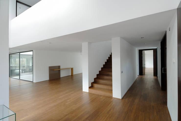 Suelos de madera: Suelos de estilo  de Otto Medem Arquitectura S.L