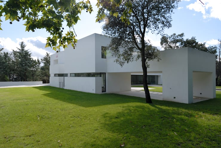 Fachada: Casas de estilo  de Otto Medem Arquitectura S.L