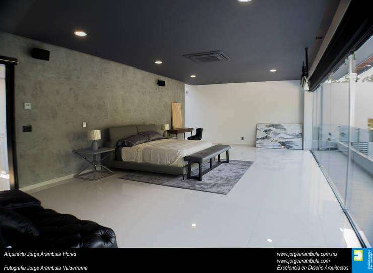 Casa N1: Recámaras de estilo  por Excelencia en Diseño,
