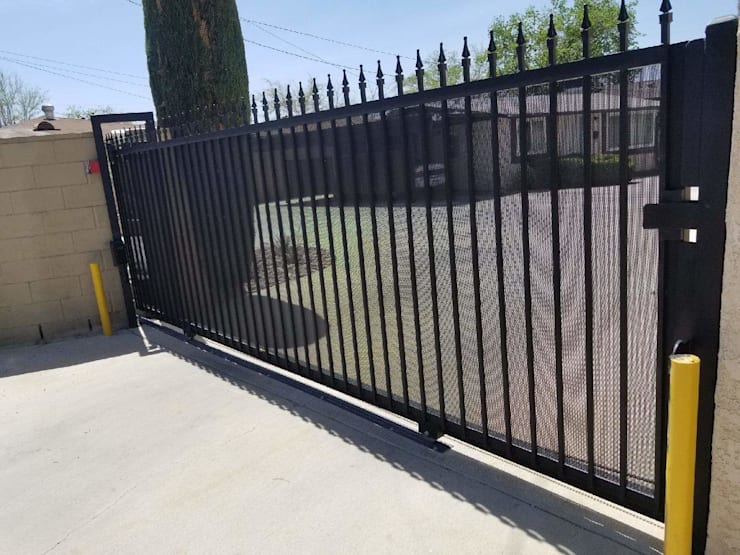 Domestic Driveway Gate Installation:   by Fever Tree Fencing Cape Town