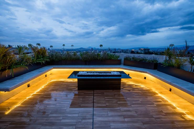 16. ROOF GARDEN : Terrazas de estilo  por TARE arquitectos
