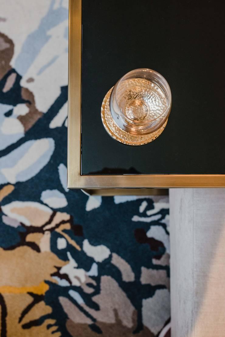 PROYECTO WA : Salas / recibidores de estilo  por Luis Escobar Interiorismo