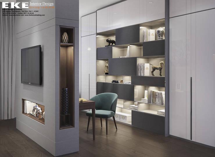 Phòng ngủ kết hợp phòng làm việc:   by EKE Interior
