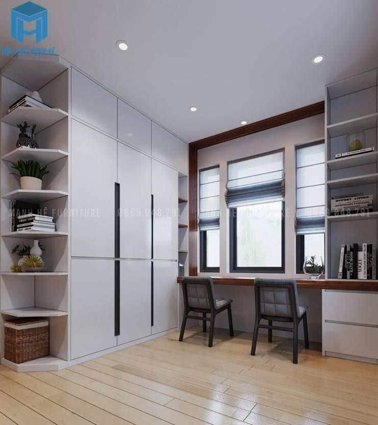 Không gian phòng ngủ nhỏ cho các con được bố trí khá gọn gàng với hệ thống bàn học cùng tủ đựng đồ:  Phòng ngủ nhỏ by Công ty TNHH Nội Thất Mạnh Hệ