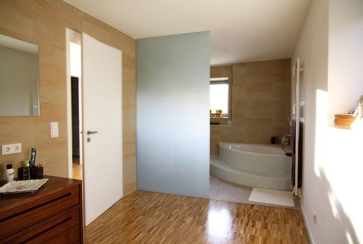 DH am Westpark München:  Badezimmer von WSM ARCHITEKTEN