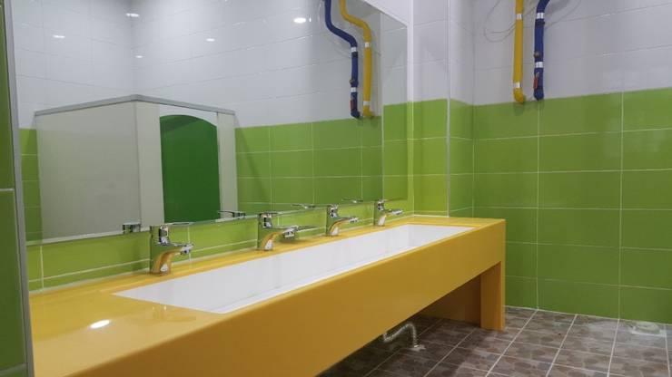 어린이집 유치원 학교 다인 세면대 시공 사진 : SURFACED 창조의  욕실