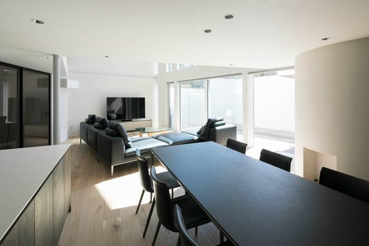 Dining room by 株式会社横山浩介建築設計事務所