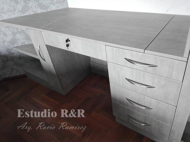 Tocador/escritorio: Dormitorios de estilo  por Estudio R&R