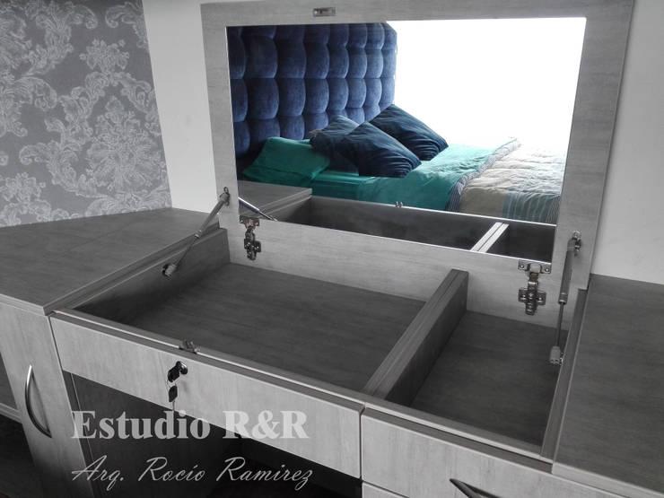 Tocador: Dormitorios de estilo  por Estudio R&R