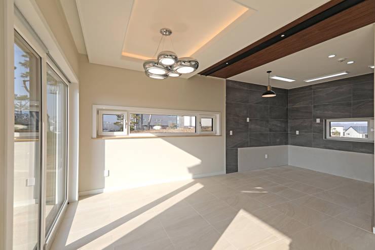 Living room by 하우스톡