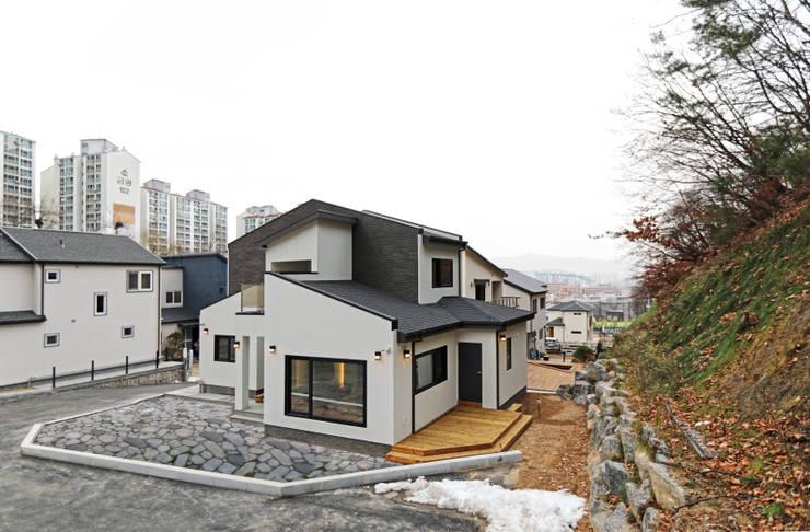 Casas de estilo  por 하우스톡