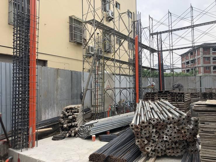 完成之後便接著組地樑主筋、地樑箍筋、基礎版上層筋:   by 讚基營造有限公司