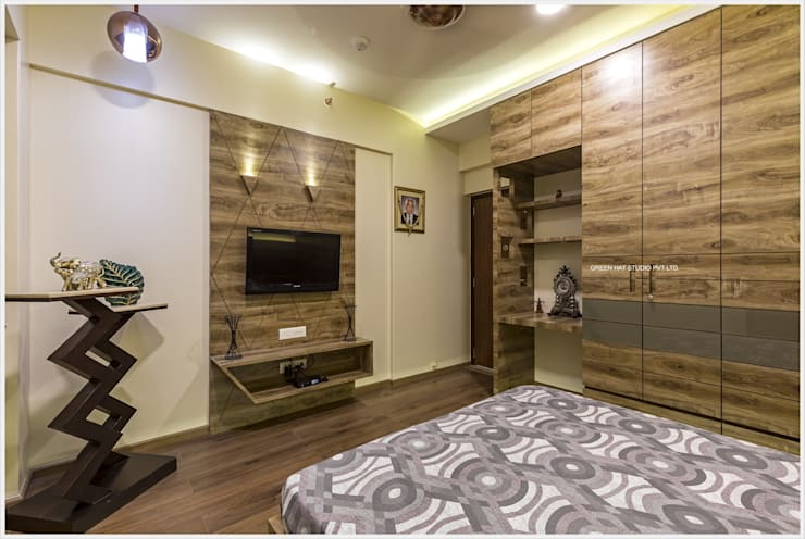 Small bedroom by GREEN HAT STUDIO PVT LTD