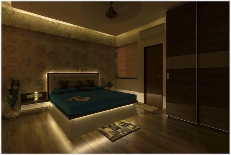 Bedroom by GREEN HAT STUDIO PVT LTD