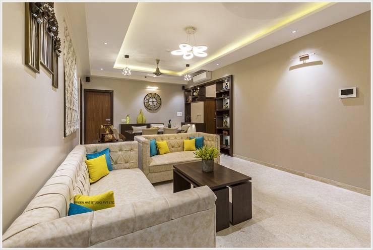 Living room by GREEN HAT STUDIO PVT LTD