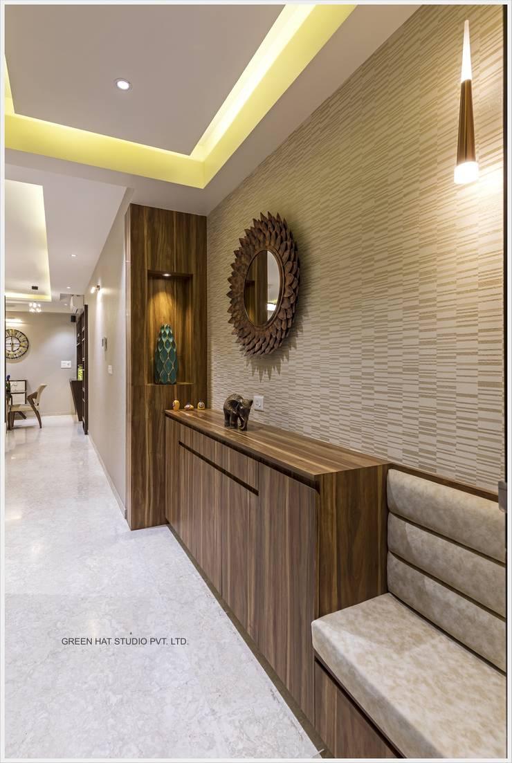 Corridor & hallway by GREEN HAT STUDIO PVT LTD