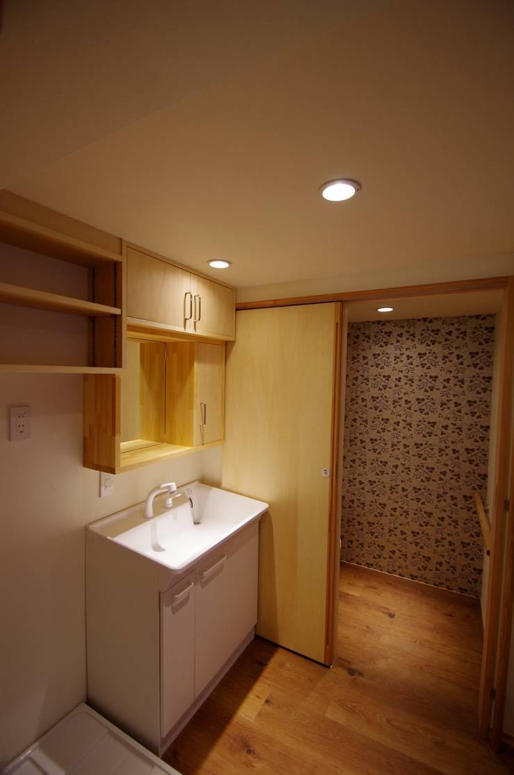 Salle de bains de style  par K+Yアトリエ一級建築士事務所, Asiatique