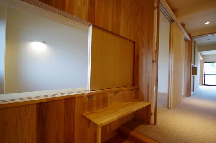 Couloir et hall d'entrée de style  par K+Yアトリエ一級建築士事務所, Asiatique