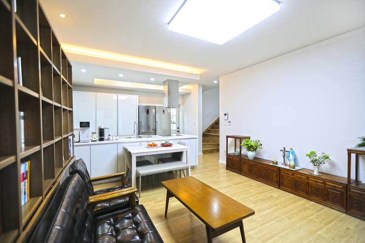 화순 석고리: 하우스톡의  거실,모던