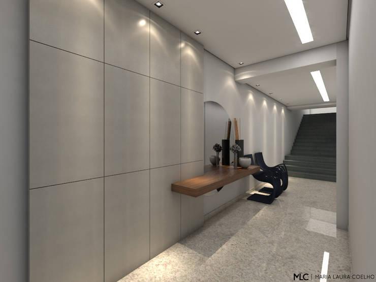 Corridor & hallway by Maria Laura Coelho, Modern