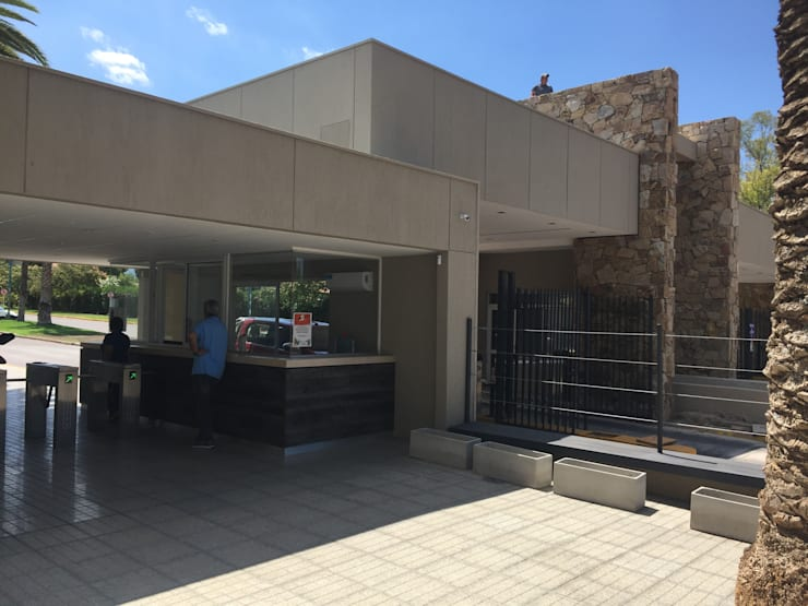 Casas de estilo  por Gustavo Avila, arquitecto, Moderno Piedra