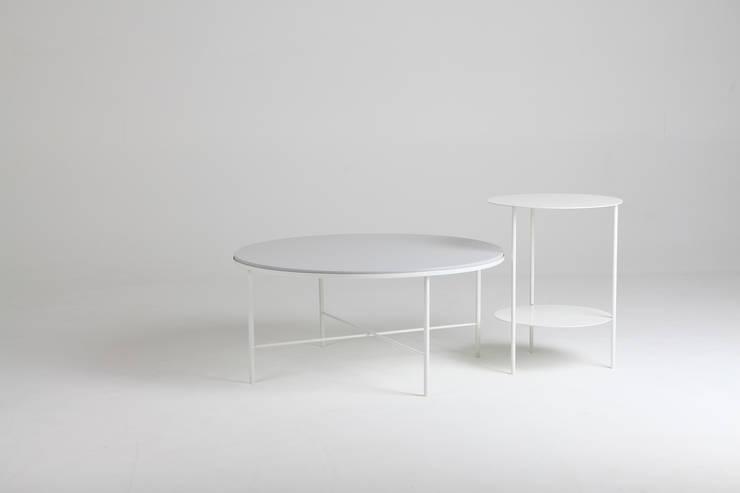 Basic Round Sofa Table: PLUSTAN. 플러스탠의  거실