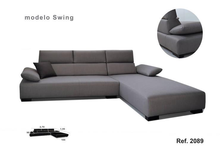 Sofá com Chaise Swing: Sala de estar  por Delarte - Fábrica de Estofos e Decoração Lda