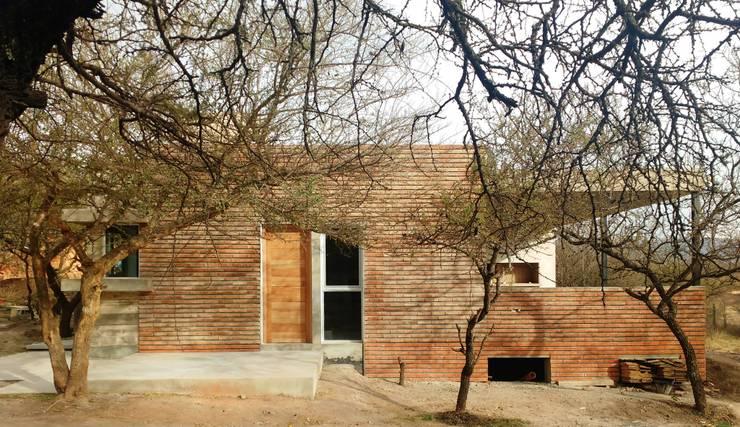 Conducción Técnica Vivienda Unifamiliar: Casas de estilo  por Arquitectura CH