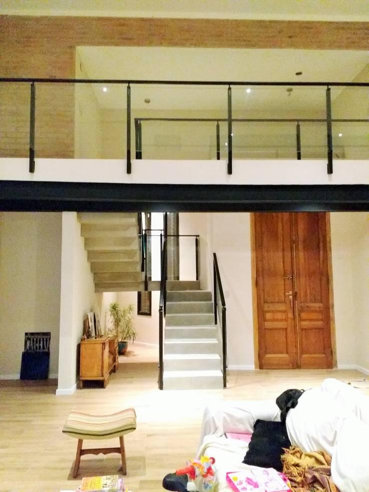 Proyecto Vivienda Unifamiliar: Escaleras de estilo  por Arquitectura CH,Minimalista
