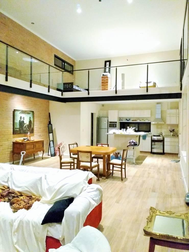 Proyecto Vivienda Unifamiliar: Livings de estilo  por Arquitectura CH,Minimalista