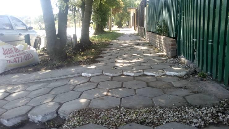 Diseño de jardin exterior - B: Jardines con piedras de estilo  por DUSINSKY S.A.,