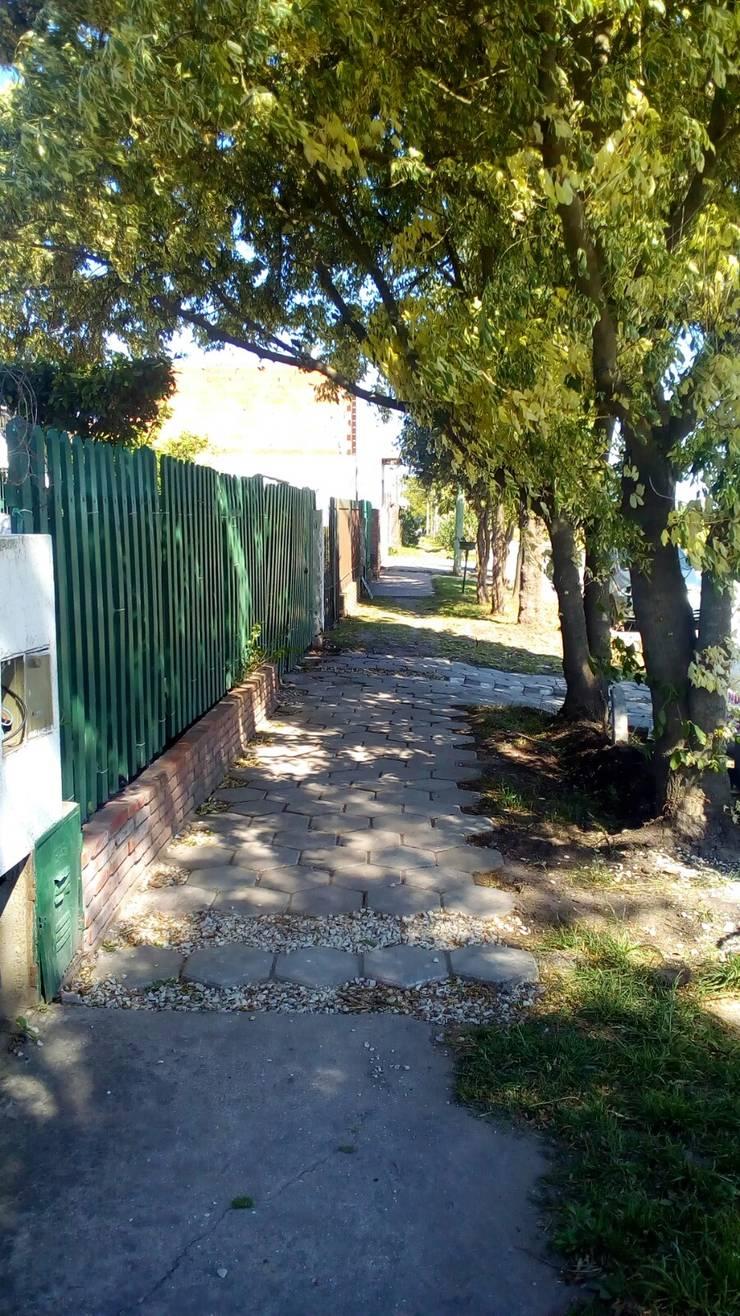 Panorama lateral 1: Jardines con piedras de estilo  por DUSINSKY S.A.,