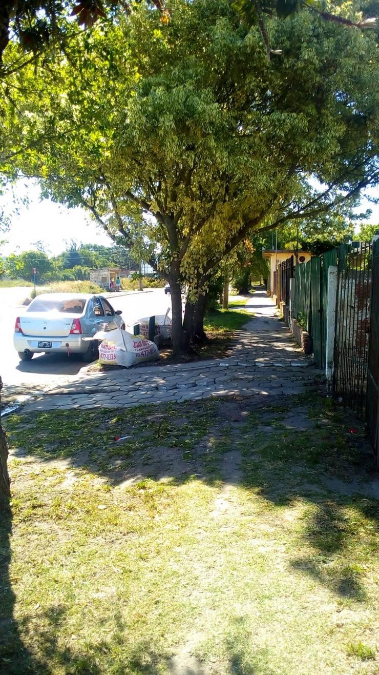 Panorama lateral 2: Jardines con piedras de estilo  por DUSINSKY S.A.,