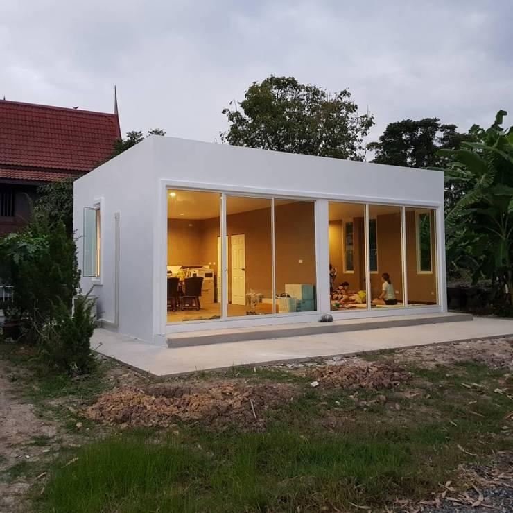 บ้านสถานที่จริง:  บ้านและที่อยู่อาศัย by บริษัท พี นัมเบอร์วัน ดีไซน์ แอนด์ คอนสตรัคชั่น จำกัด