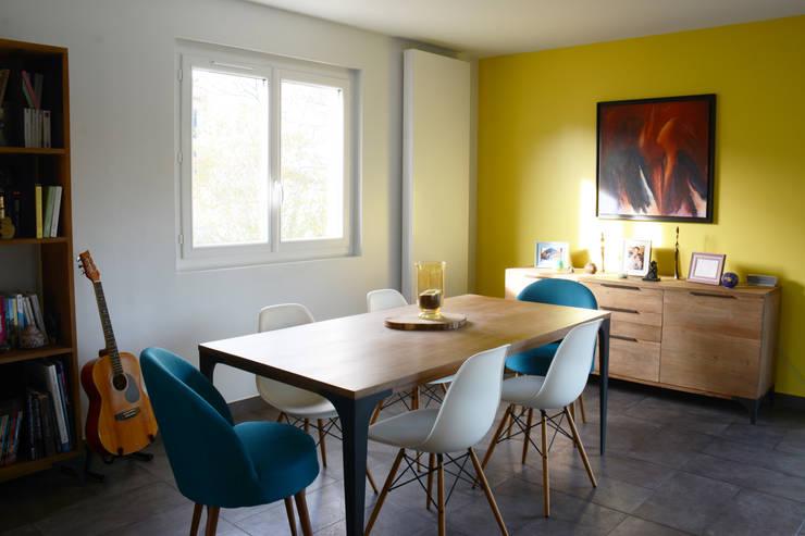 salle à manger bois et métal: Salle à manger de style  par Koya Architecture Intérieure