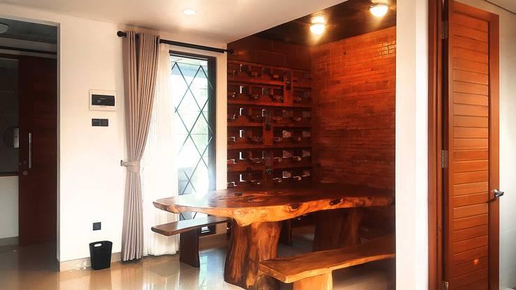 Cattleya Art Studio & Residence:  Ruang Makan by Mandalananta Studio
