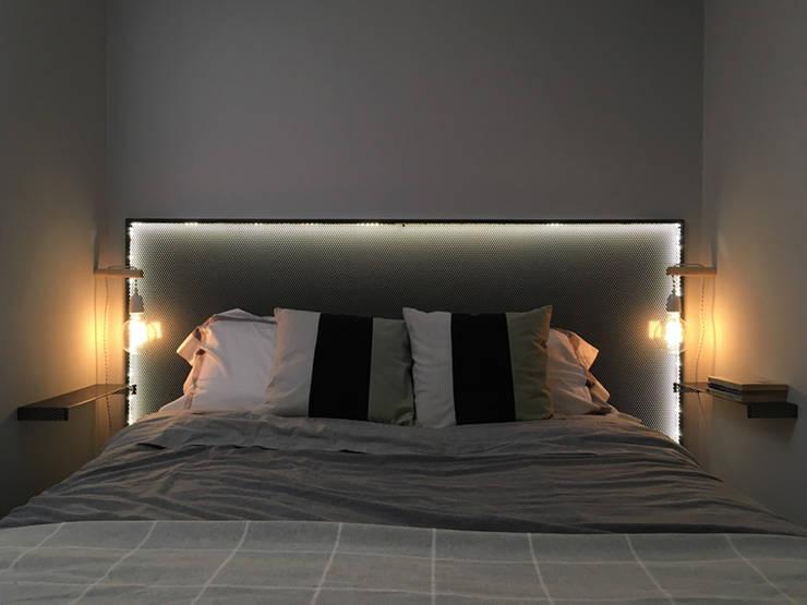 Dormitorio-4: Dormitorios pequeños de estilo  de nowheresoon
