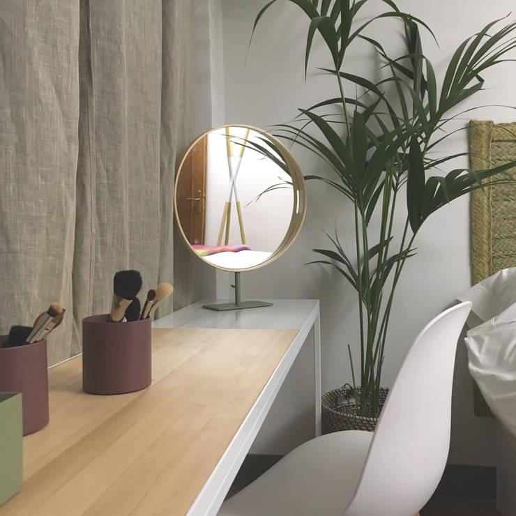 Dormitorio-2: Dormitorios pequeños de estilo  de nowheresoon