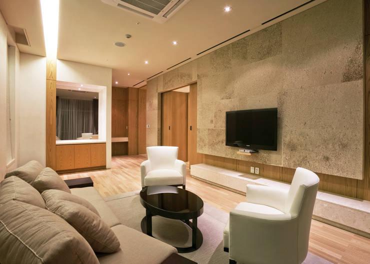 Guest Living-room: 피투엔디자인  _____  p to n design의  거실