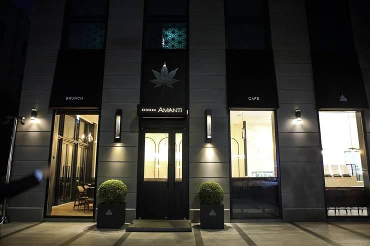 Out-side Entrance: 피투엔디자인  _____  p to n design의  호텔,모던